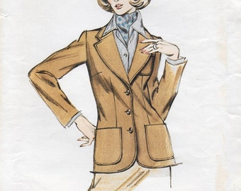 """A Classic Semi-Fitted, Unlined, 3-Button, Patch Pocket Blazer Sewing Pattern for Women: Sizes 14-16-18, Bust 38-1/2""""-41-1/2"""" • Kwik Sew 121"""