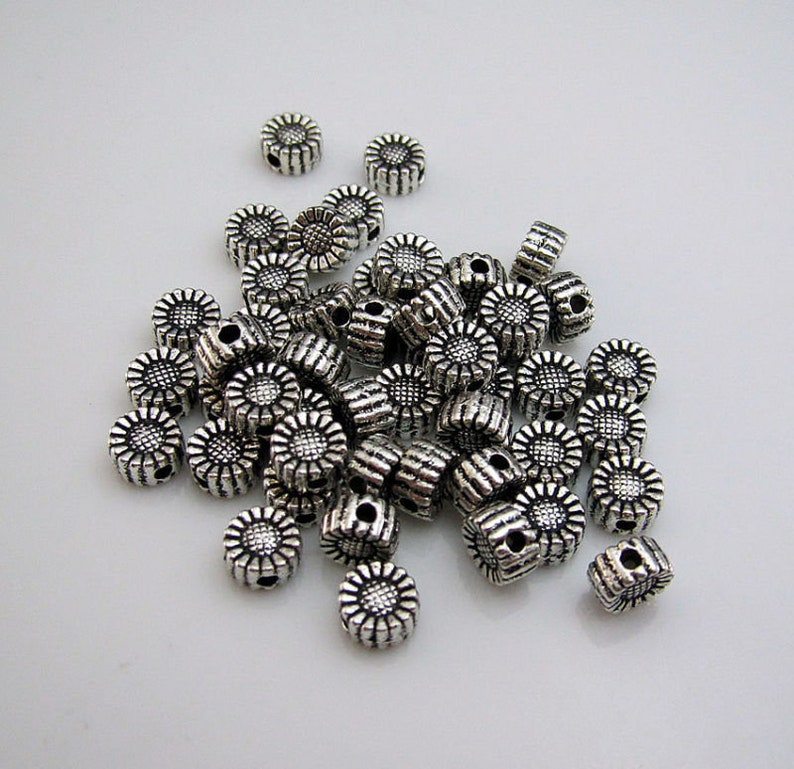 100pcs Craft Stamping Daisy Flower Pendant Jewellery Making Findings