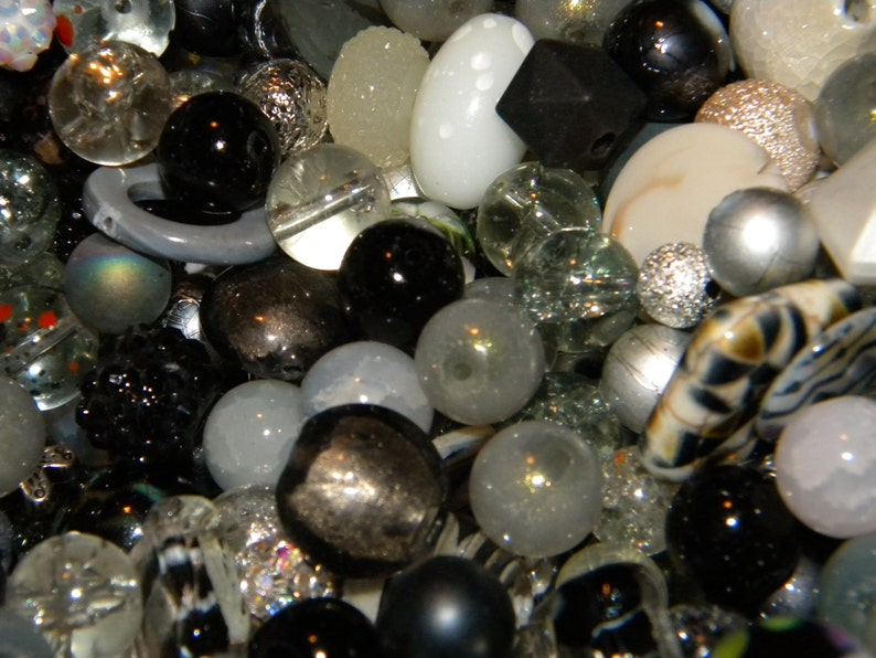 spacer mix Only Jesse James  beads Loose Random Mix Bag of different sizes /& shapes NEW 50pc BlackSilverWhiteGray