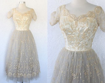 de14b947ac 1950s Lace Dress   Vintage 50s 60s Cream Organza Floral Embroidered Tulle  Lace Full Skirt Prom Dress   Tea Dress  Scalloped Bridal - XXS XS