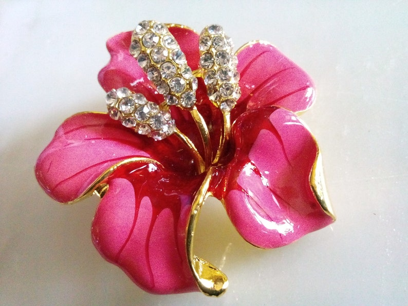 ENAMELED FLOWER BROOCH Ravishing Pink /& Riveting Faceted Clear Crystal Stones Shining Gold Tone Setting.Pristine!! Gorgeous PinAccessory