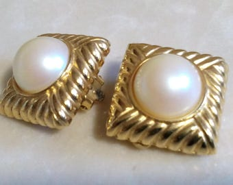 SIGNED RICHELIEU EARRINGS! Elegant Round Fantasy Pearls. Glistening & Luminous!! Ribbed Gold Tone Setting. Clip Ons. Excellent Chic Vintage!