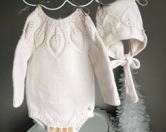 Set of 2  - Long sleeve romper and bonnet - Baby boy prop - Photo props - Baby photo prop - Baby girl - Baby boy - Cream