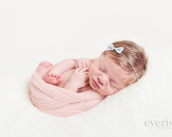 Newborn bow - Newborn headband - Newborn accessories - Girl accessories - Baby hair - Newborn props - Photo props - Props headband - Newborn