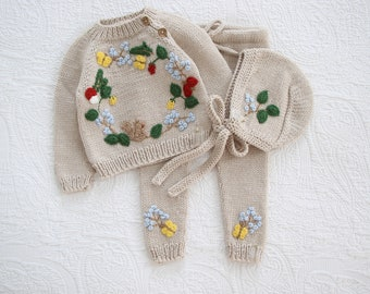 Set of 3 - Merino set - Baby girl set - Baby boy set - Embroidery - Brown pants sweater and bonnet - Baby boy - Outfit with embroidery
