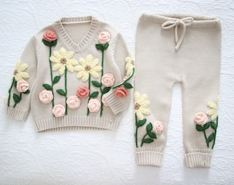 Set of 2 - Baby girl - Toddler girl - Sitter sweater- Baby girl set - Sweater and pants - Beige set with flowers -