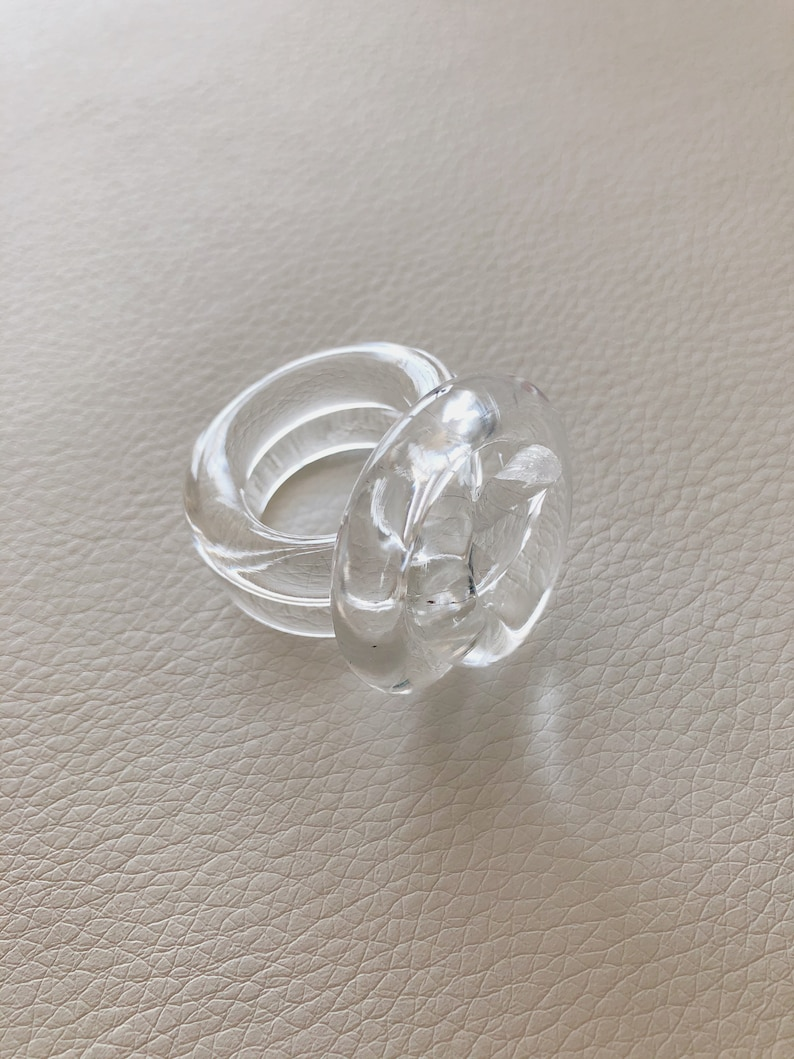 Anillo Transparente LUCITE Nudo Ring Statement Ring Contemporary Ring Acrylic Ring Acrylic Clear Ring Clear Ring Clear Acrylic Ring