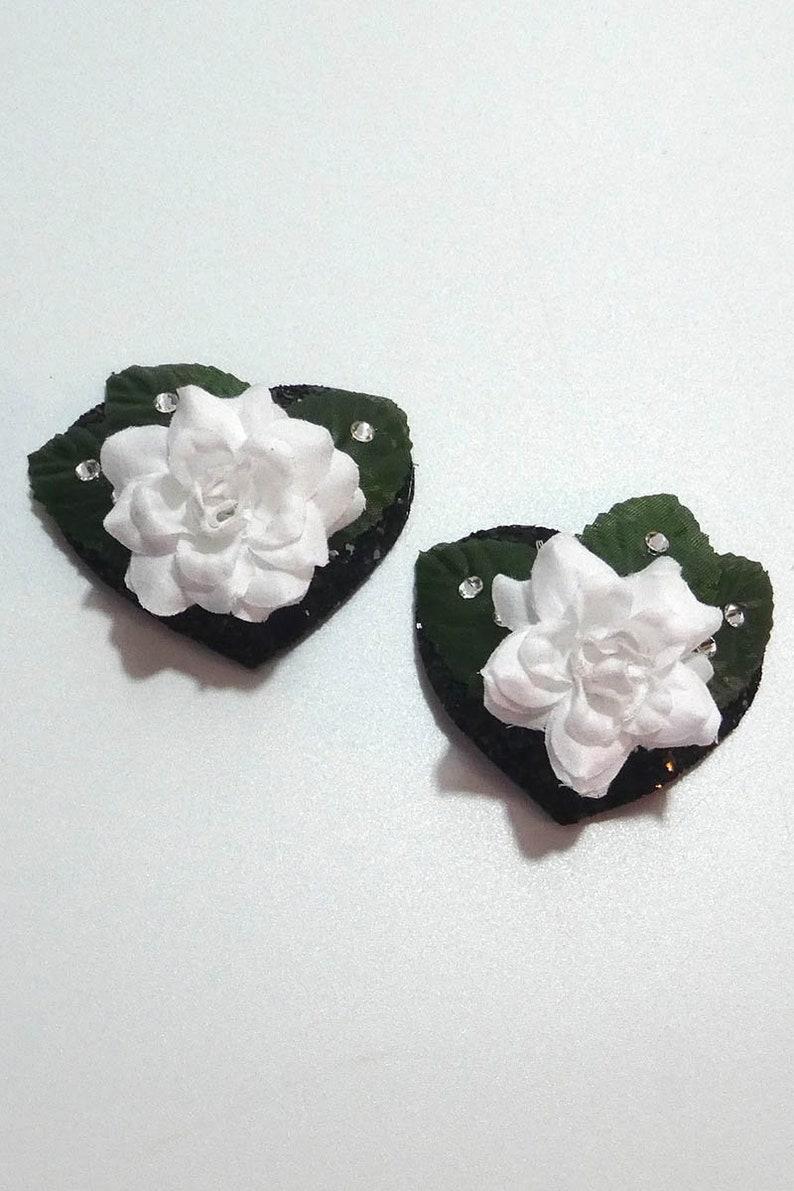 Heart Pasties with Rose and Leaves in White