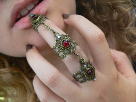 garnet midi ring,gothic midi ring,vampire knuckle ring,witch claw ring,red,festival,cosplay,pagan,goddess,bohemian,Renaissance,steampunk