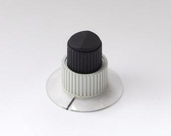 Vintage Radio Knob White Ribbed Set Screw 1.8 cm