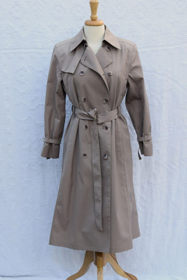 b05150553 Classic 'London Fog Maincoats / Weatherwear of Distinction' Khaki Trench  Coat - Women's Small to Medium / Size 8