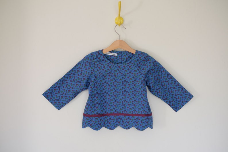 Blouse  tunic girl  printed blue purple flowers  waves image 0