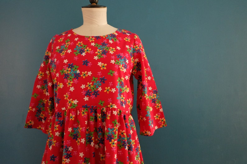Sweet woman dress. ruffled skirt. dress small red pan spring image 0