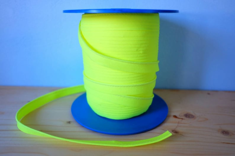 Fluorescent yellow piping sold by the metre. Mercerie braid. image 0