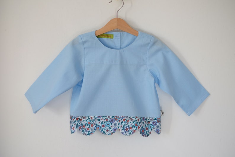 Blouse  girl tunic  blue printed flowers  finish waves  image 0