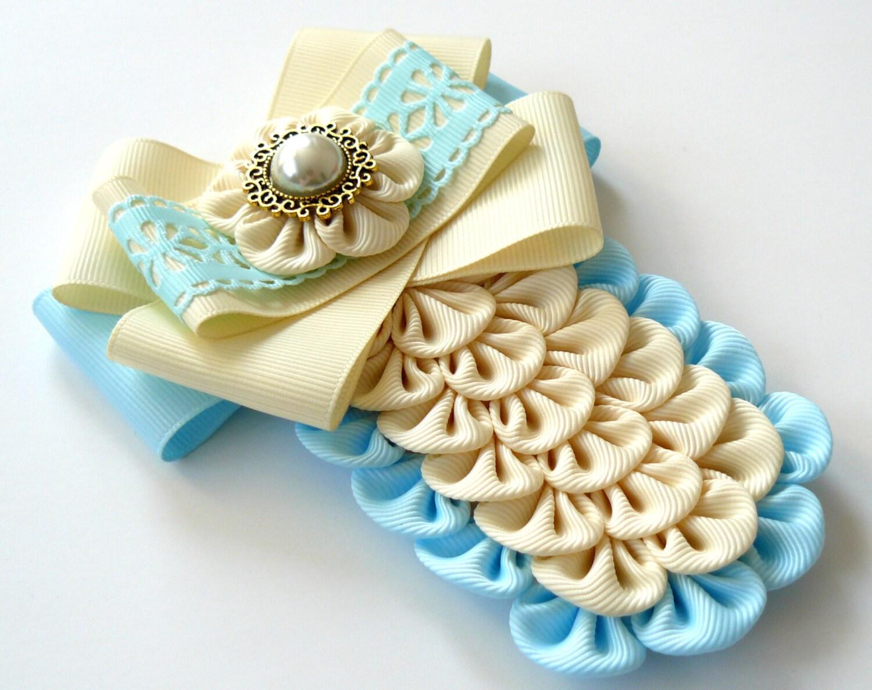 Lazo de damas tela pin broche marfil y luz azul broche etsy for Telas marfil malaga