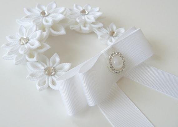 Enveloppe de blanc cheveux Kanzashi de Bun. Fleur couronne Bun Wrap. Fleurs blanches, Wrap.Flower Bun Bun. Bandeau de ballet. Couronne florale de ballet