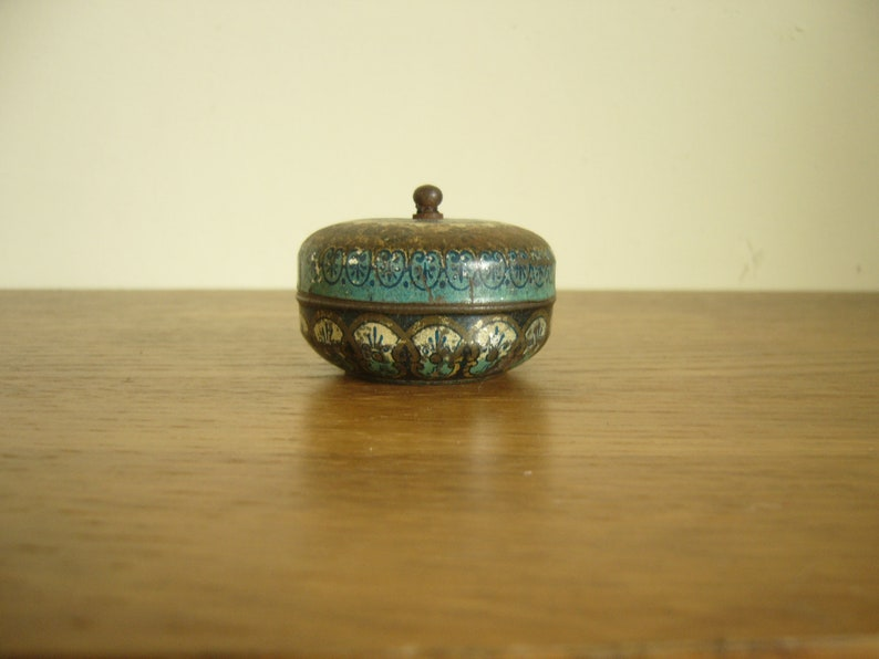 worn and empty but stuck closed Vintage early C20th small round Camphorice tin