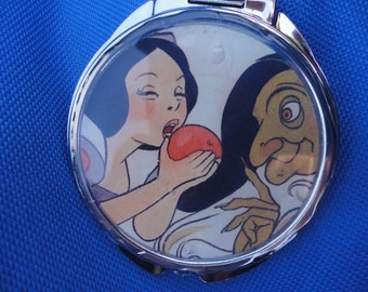 Classic Snow White and the Evil Queen Disney Villain vintage picture mirror compact 2 sided