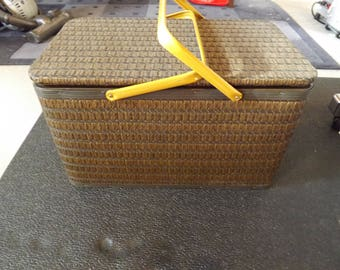 Woven Wicker Rattan Picnic Basket With Metal Handles with Insert