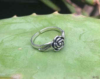 Solid sterling silver flower ring