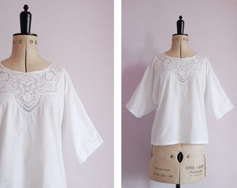 7fd207bd8ee Vintage white embroidered cotton peasant blouse top - Embroidered blouse -  Folk blouse - Gypsy blouse - Boho bohemian hippy hippie