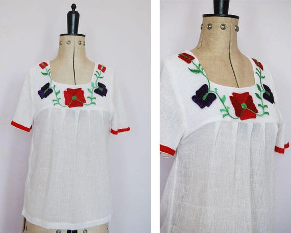 Vintage 1970s Indian embroidered peasant blouse -