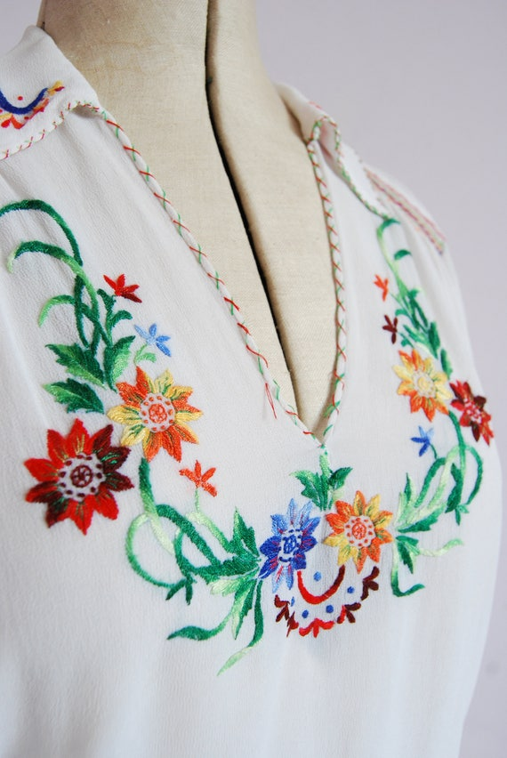 Vintage 1930s embroidered silk chiffon crepe folk… - image 4