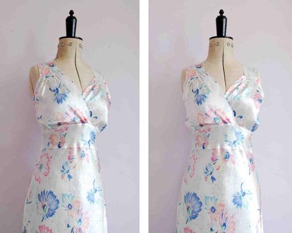Vintage 1930s white floral bias cut satin slip dre