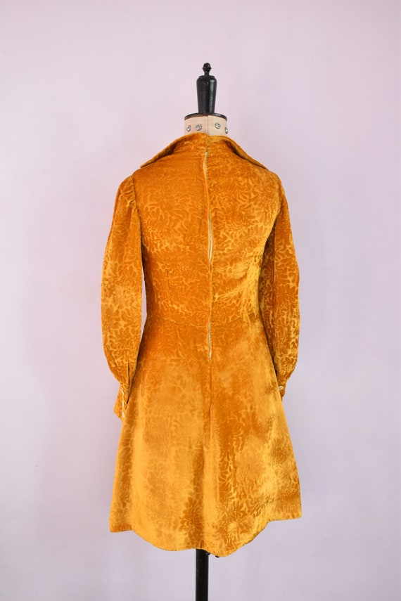 Vintage 1970s Devoré velvet gold mini dress - 70s… - image 8