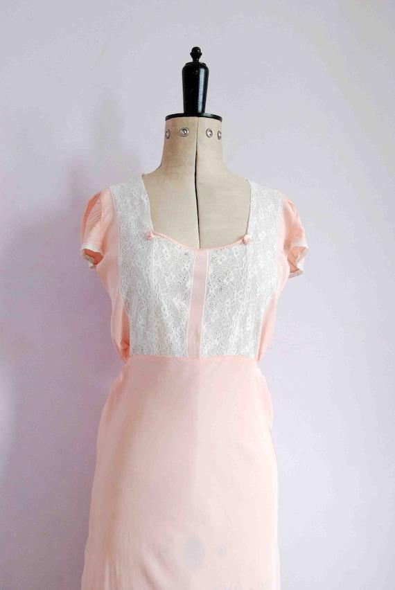 Vintage 1930s pink lace bias cut rayon silk slip … - image 3