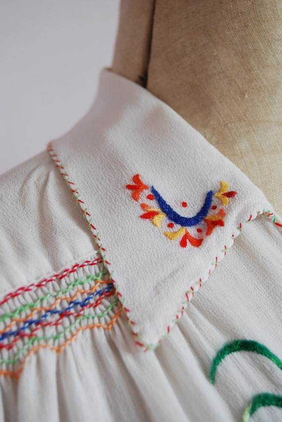 Vintage 1930s embroidered silk chiffon crepe folk… - image 6