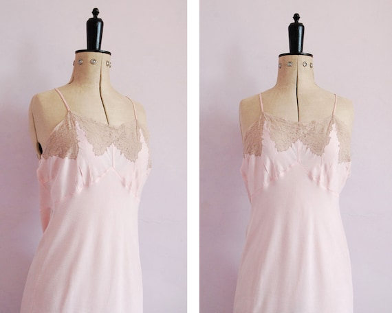 Vintage 1940s Pink printed floral lingerie lace an