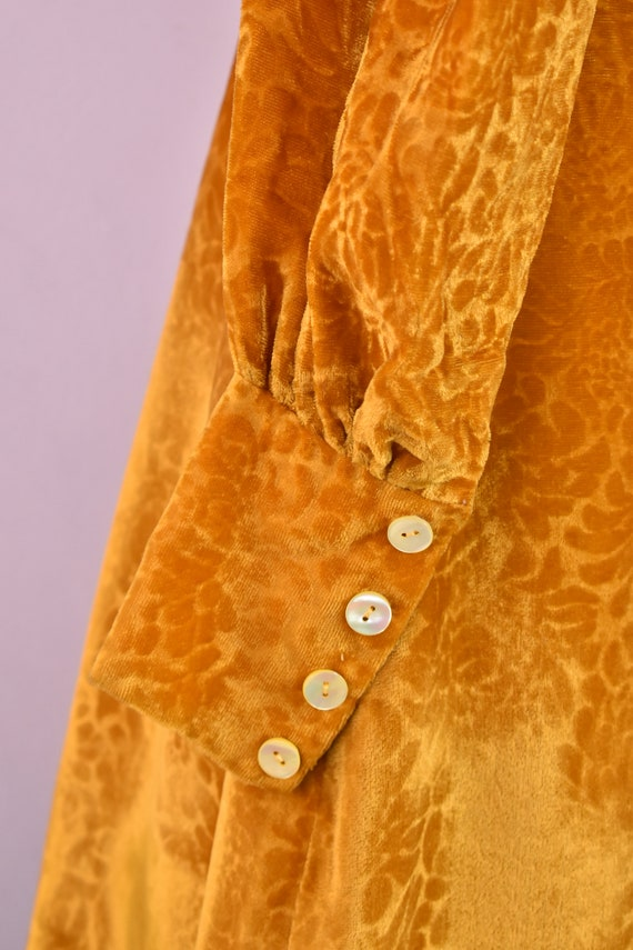 Vintage 1970s Devoré velvet gold mini dress - 70s… - image 9