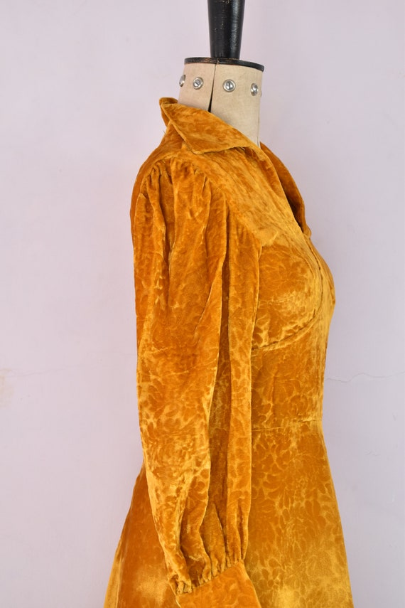 Vintage 1970s Devoré velvet gold mini dress - 70s… - image 10