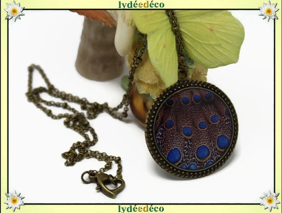 Retro vintage white Brown Blue Peacock feather resin brass necklace bronze Locket 25mm