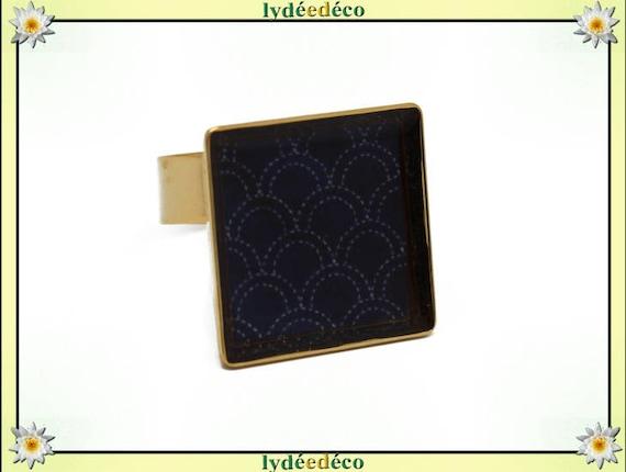 Bague SEIGAIHA carrée en laiton doré à l'or fin 24 carats 24 K vagues japonaises mer resine bleu nuit 17mm réglable