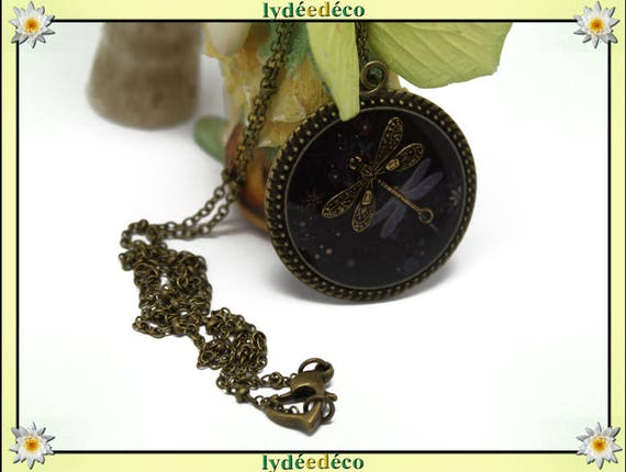 Retro vintage Dragonfly Medallion Japan black and white retro resin brass necklace bronze Locket 32mm