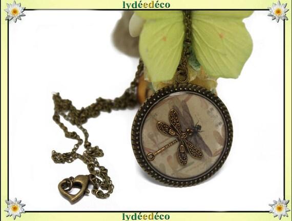 Vintage beige grey Medallion retro sepia Dragonfly resin and brass necklace, retro bronze 25mm Locket