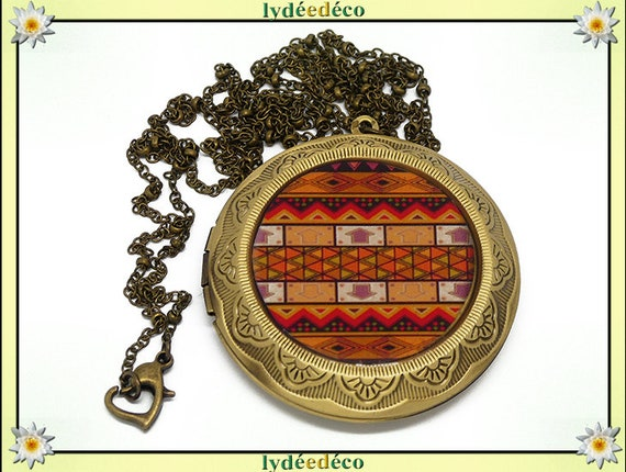 Necklace holder photo retro vintage Africa black brown tan ethnic resin and brass Locket 45mm diameter