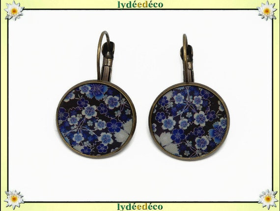 Earrings retro blue resin sakura cherry blossom Japan black and white resin brass bronze