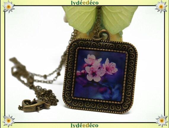 Necklace vintage retro cherry blossom Japan purple pink white blue retro resin and brass Locket 25mm