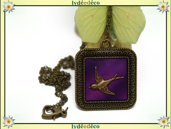 Necklace, retro vintage bird Medallion Pink Purple retro resin and brass Locket 25mm