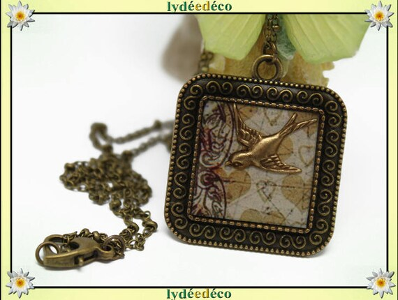 Retro vintage bird Medallion beige white hearts retro resin brass necklace bronze 25mm Locket