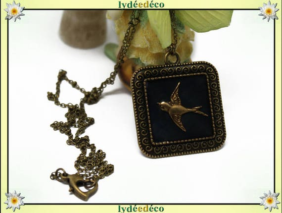 Necklace vintage retro bird anthracite grey black Medallion retro resin and brass Locket 25mm