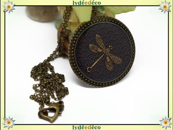 Necklace vintage retro Dragonfly Medallion Japan: Seigaiha waves black and white retro resin and brass Locket 32mm