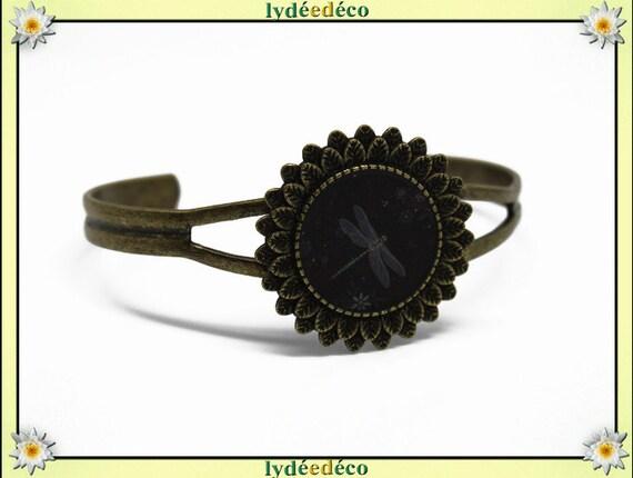 Adjustable 20 mm brass Dragonfly pattern black and white resin bracelet