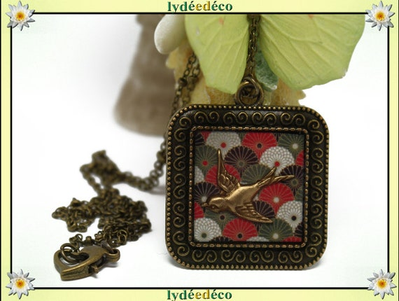 Necklace retro vintage resin bird Locket range Japan red white black khaki retro brass bronze Locket 25mm
