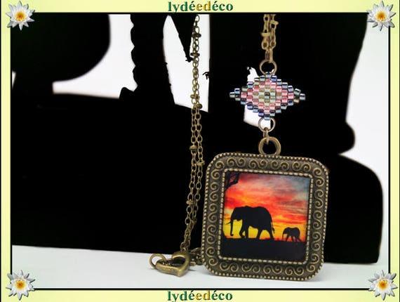 Collier rétro medaillon carré Coucher de soleil Afrique Elephant Arbre noir jaune rouge corail resine laiton bronze 25mm chaine boule coeur