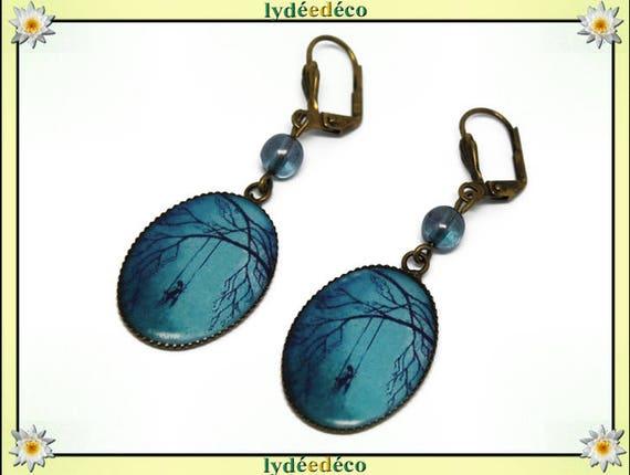 Boucles d'oreilles rétro vintage Arbre Fille Balancoire bleu noir résine laiton bronze perles verre pendentifs 18 x 25mm